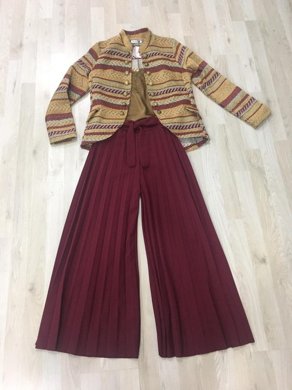 falda plisada burdeo